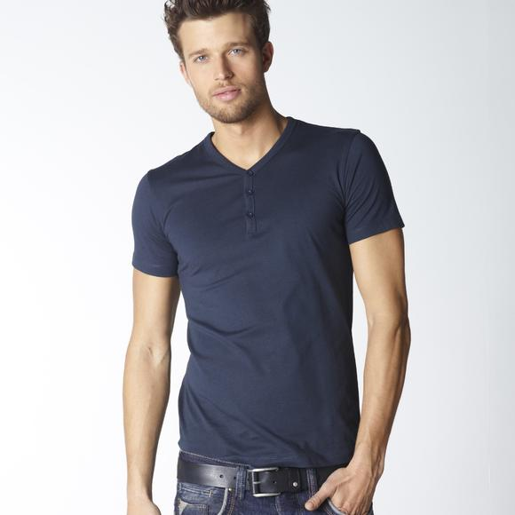 Short-Sleeved Plain T-Shirt with Buttoned Y-Neck